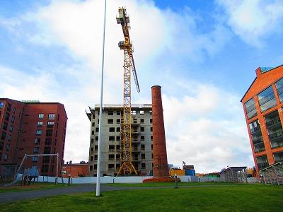 建設中のアパート