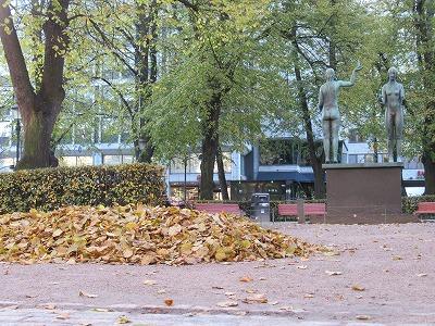 枯れ葉の山