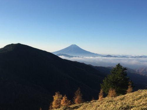 石丸峠手前からみた富士