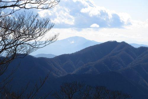 神山と噴煙