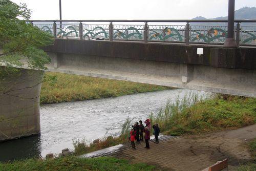 橋の下で探鳥