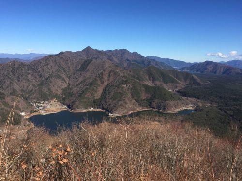 精進湖と御坂の山々