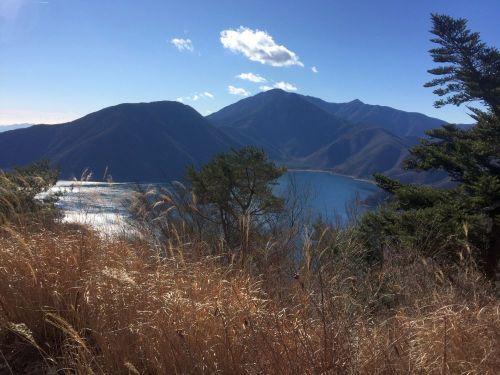 本栖湖と竜ヶ岳と雨ヶ岳