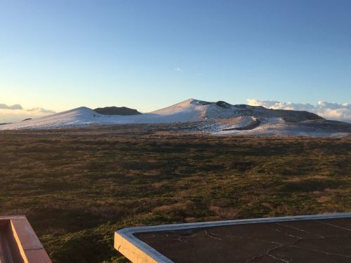冠雪した三原山