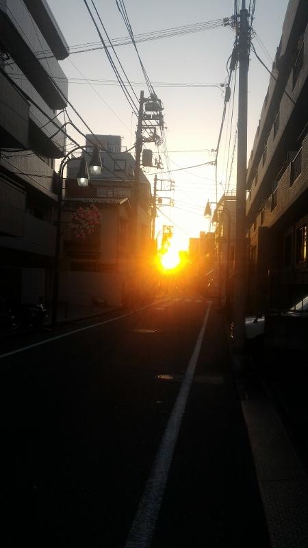 商店街に沈む夕日