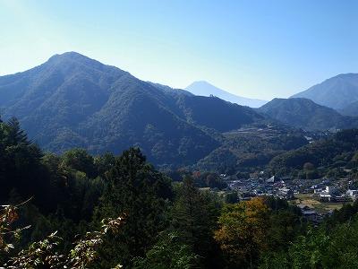 高川山の隣に富士山