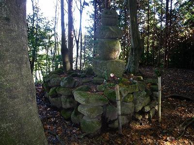 山部赤人の墓