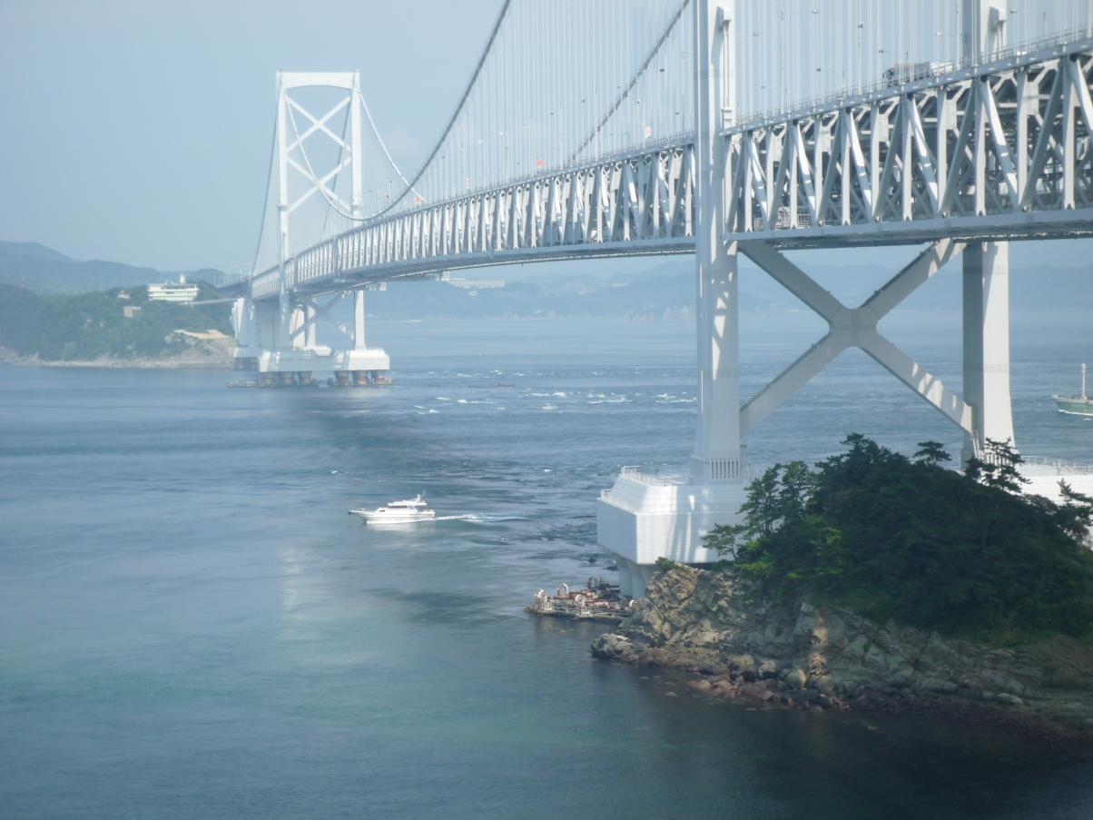 ⑨鳴 門 海 峡徳島側から見た景色
