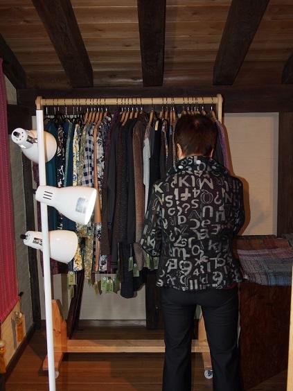 PA080078 ハンガーの洋服