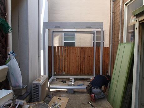 PA100076 柱と屋根枠完成