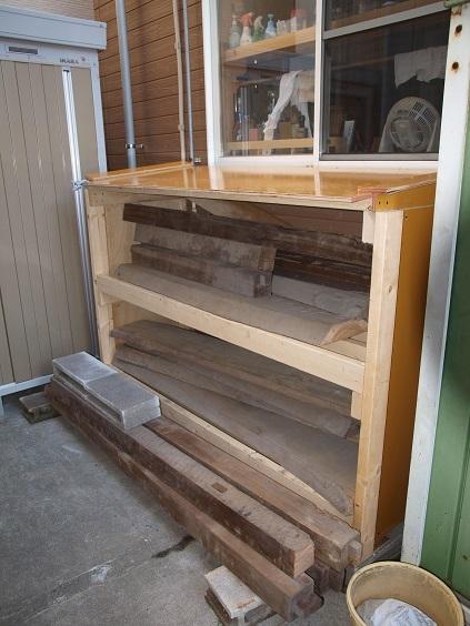 PA230025 材木置き場に収納