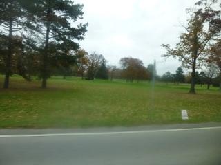 P1010827---滝の近くにはゴルフ場がいっぱい