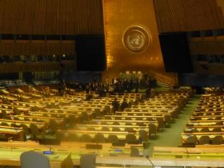 1P1010867---国連の会議場