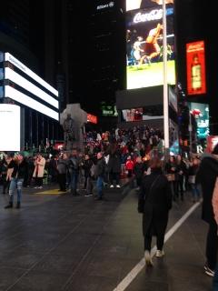 タイムズスクエア前