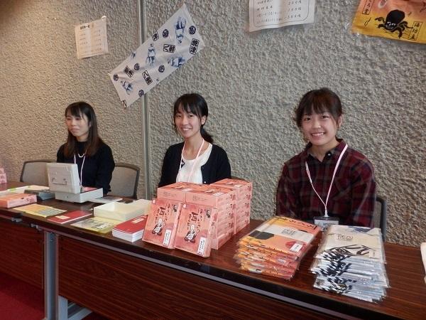 売り場の学生