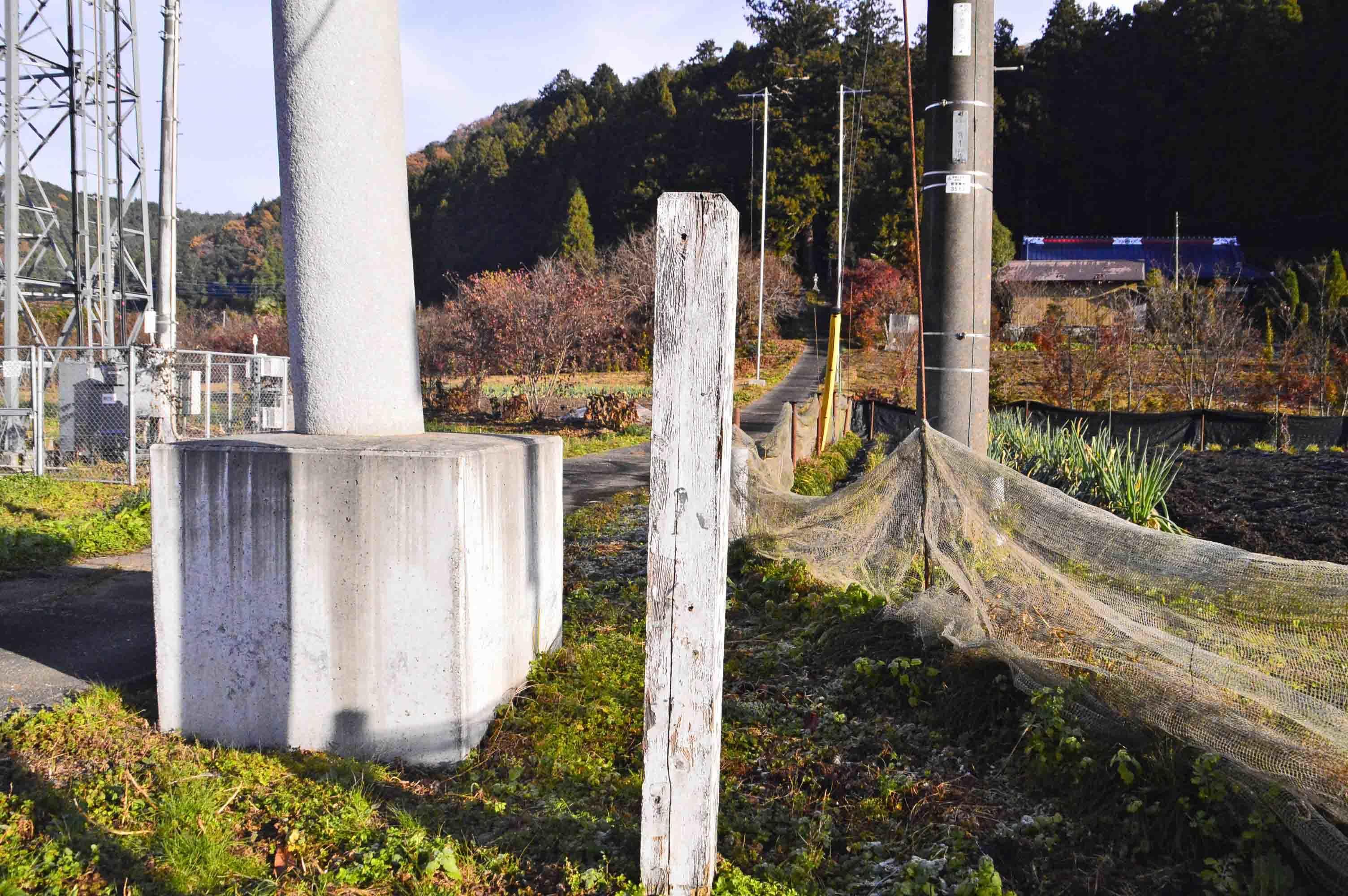 小舟城 吉田神社鳥居側の城址標柱