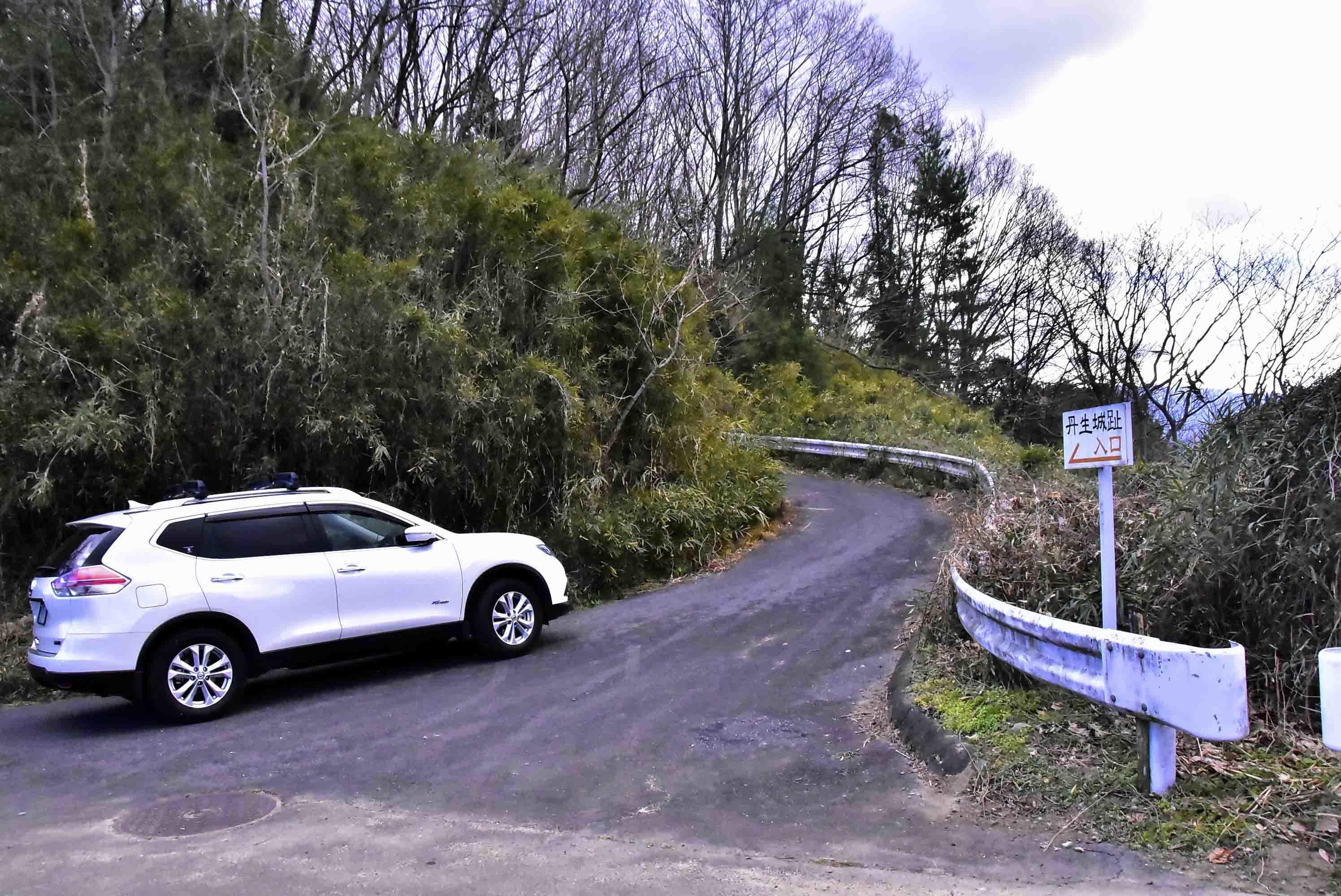 城址入り口(高速側)