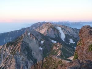 白馬岳頂上より朝焼けの北アルプス