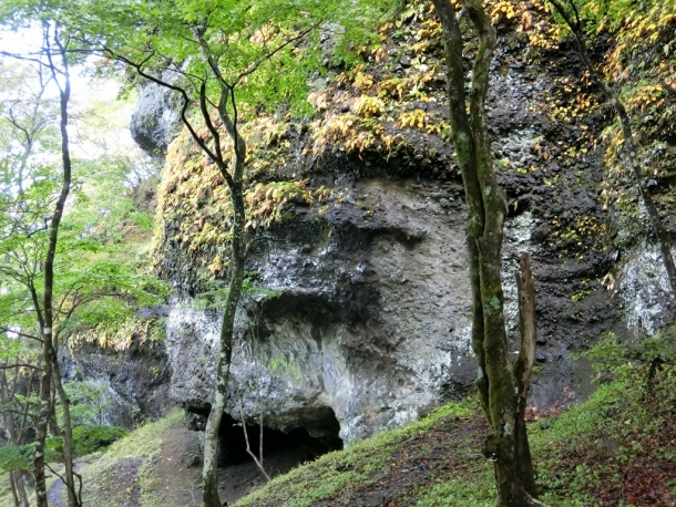 鋏岩修験道場跡