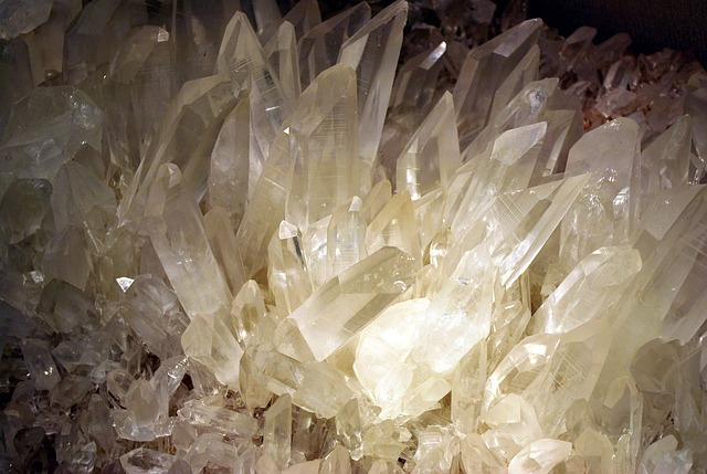 crystals-17000_640.jpg