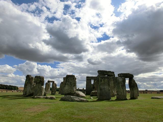 stonehenge-200578_640.jpg