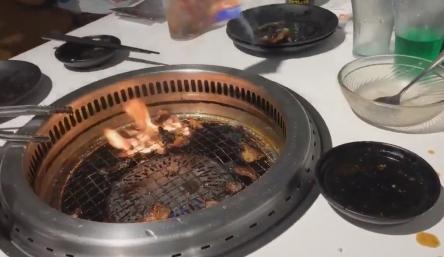 【悲報】イキリオタクさん、焼肉屋で声優の写真を燃やしてキャッキャしてしまう