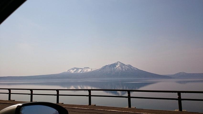 支笏湖畔 車窓