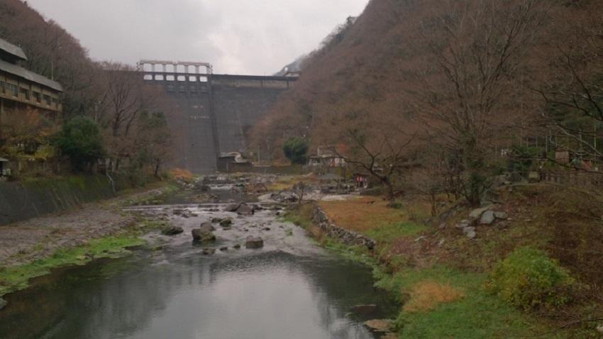 砂湯と湯原ダム