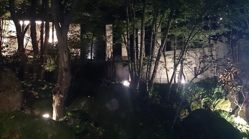 旅亭松葉屋 中庭 夜2