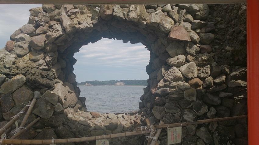 粟島神社 岩穴