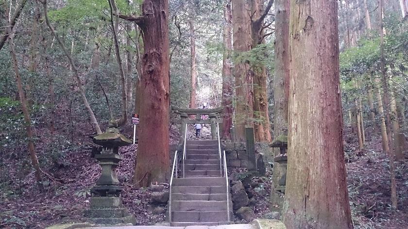 熊野摩崖仏 鬼の石段1