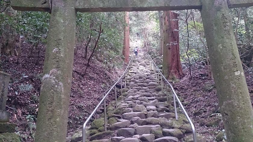 熊野摩崖仏 鬼の石段2
