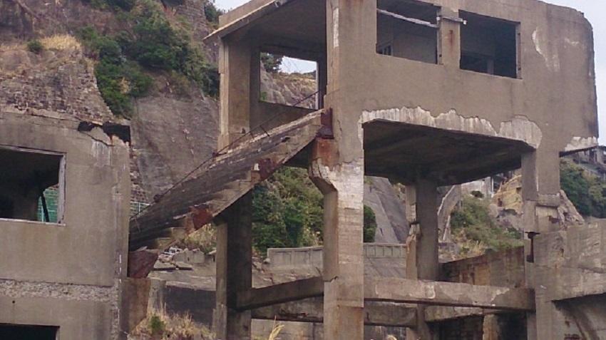 軍艦島内 竪坑階段