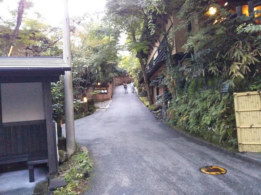バス停への坂道