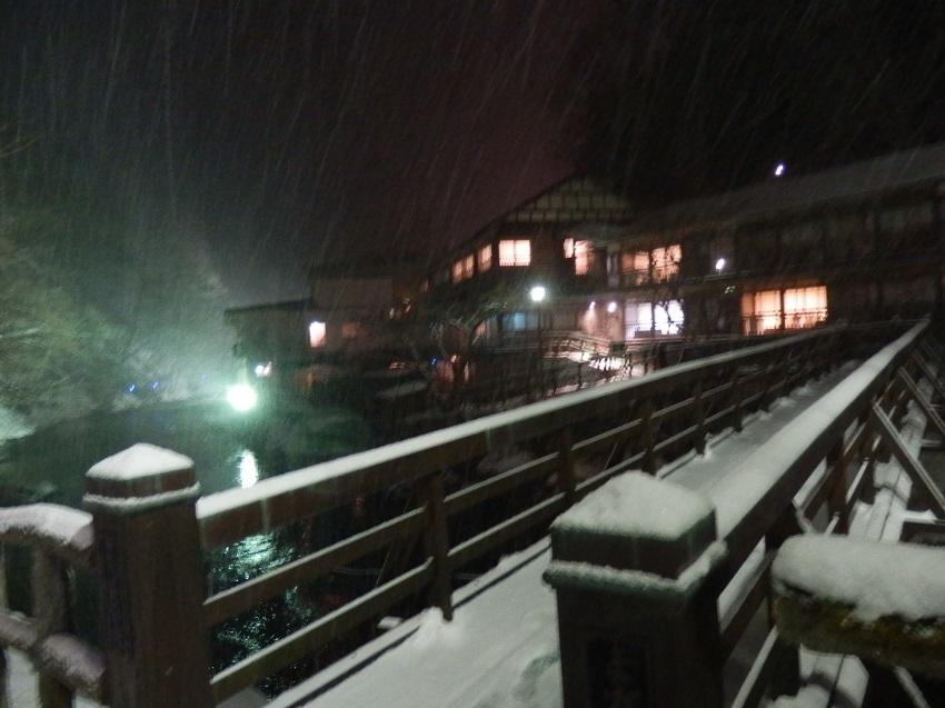 菊水館への曲がり橋