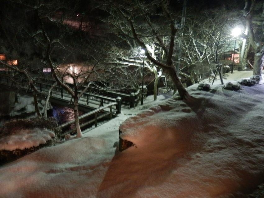 曲がり橋 菊水館側