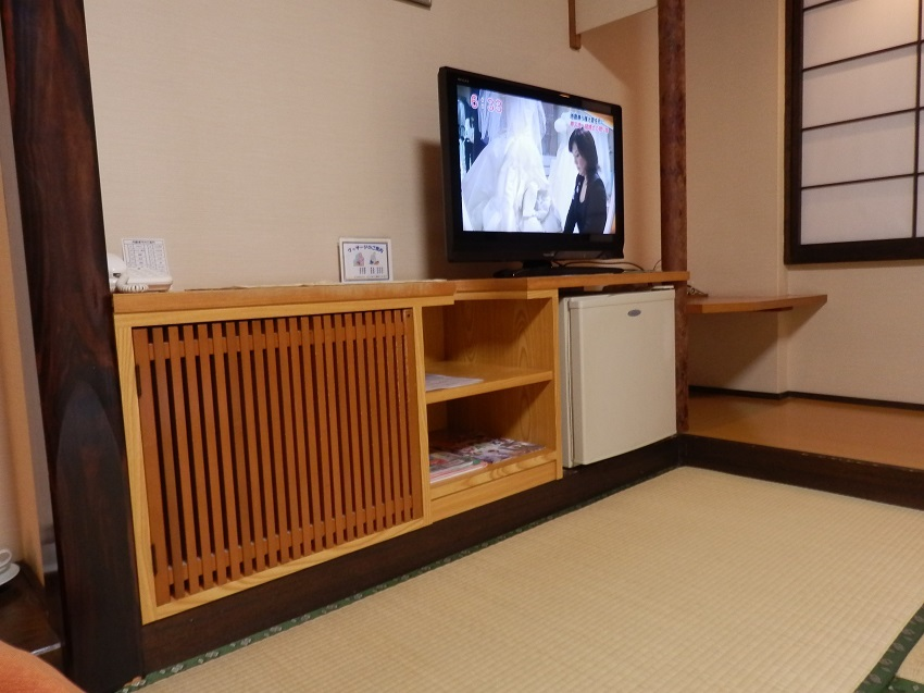 旅亭松葉屋 和室 テレビ