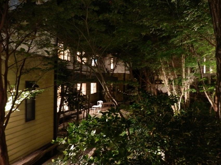 旅亭松葉屋 中庭 夜1