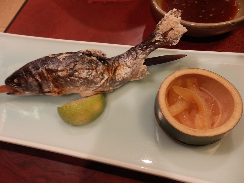 かくおや 夕食料理 岩魚塩焼き