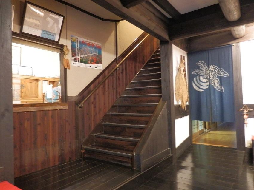 かくおや 帳場と階段