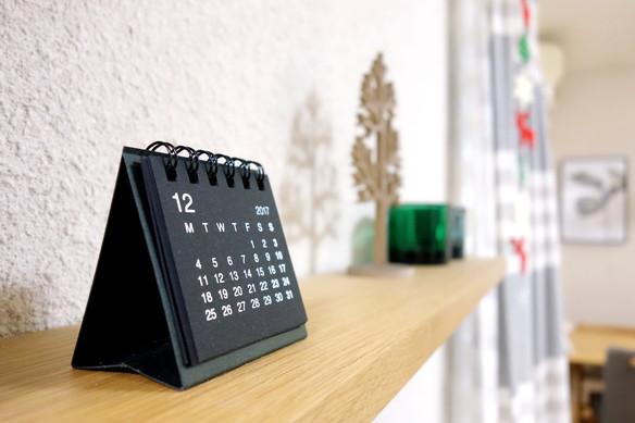 無印・カレンダー・リビング テレビ上①