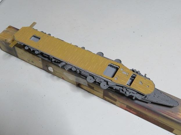 龍驤飛行甲板塗装終わり