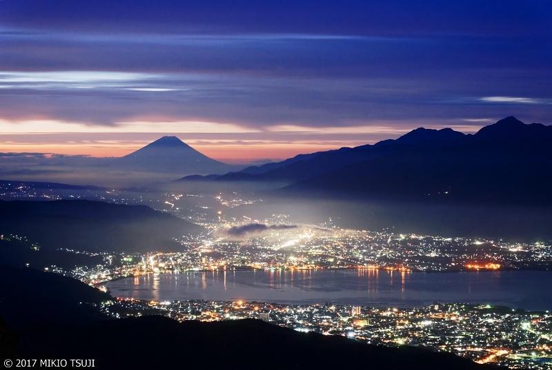 絶景探しの旅 - 0362 夜明け前 高ボッチ高原からの諏訪湖の風景 (長野県 塩尻市)