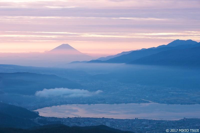 絶景探しの旅 - 0363 秋霞の富士山と諏訪湖の日の出の時 (高ボッチ高原/長野県 塩尻市)