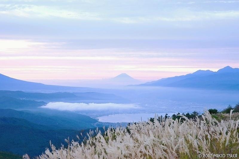 絶景探しの旅 - 0364 ススキと富士山 (高ボッチ高原 長野県 塩尻市)