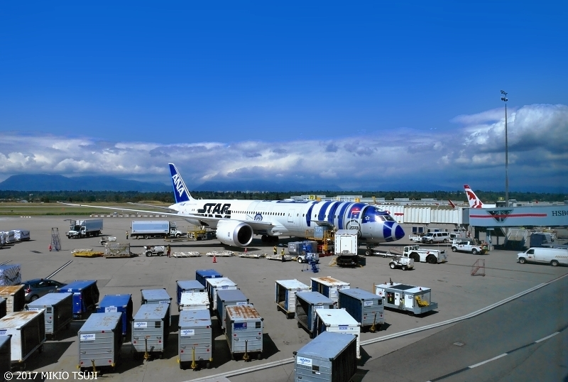 絶景探しの旅 - 0385 ANA STAR WARS R2-D2 JET (カナダ バンクーバー空港)