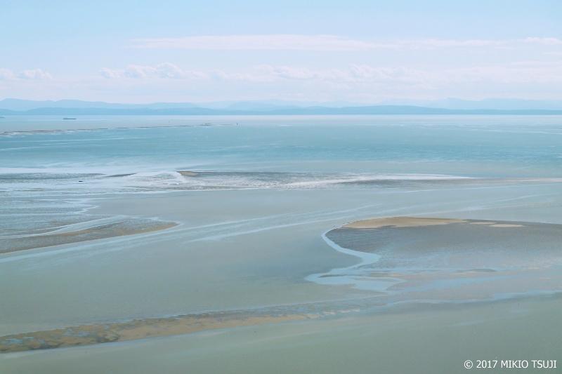 0386 ターコイズ色の引き潮の沖を飛ぶ (カナダ バンクーバー)
