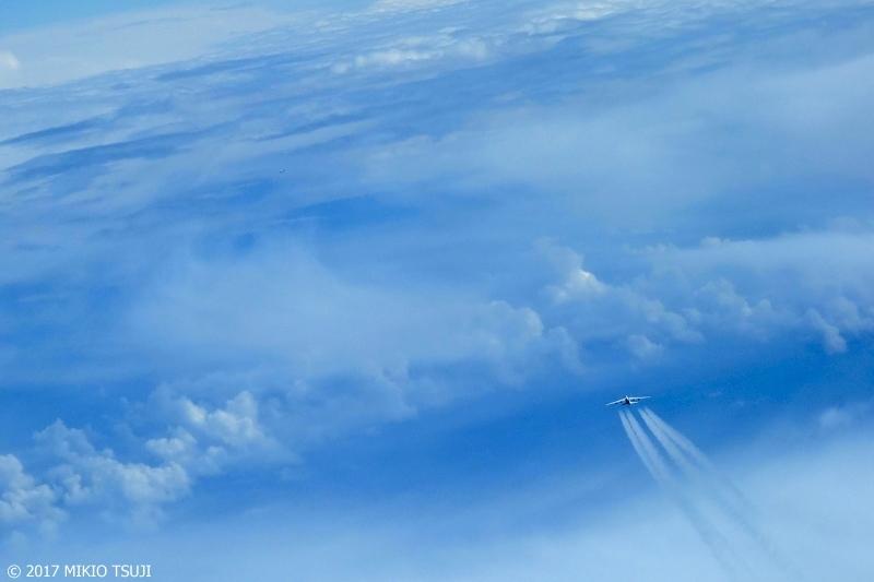 絶景探しの旅 - 0416 雲の大海原を飛ぶ (オランダ付近上空)