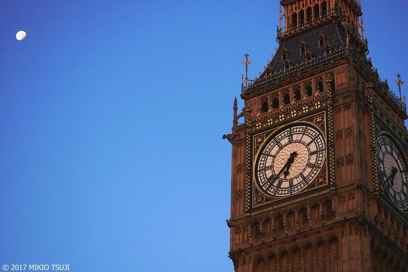 絶景探しの旅 – 0420 朝の月とビッグベン時計台 (英国 ロンドン)