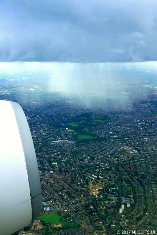 絶景探しの旅 - 0417 雨のシャワーの瞬間 (英国 ロンドン上空)